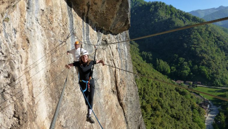 Diversión asegurada en las ferratas de Cantabria