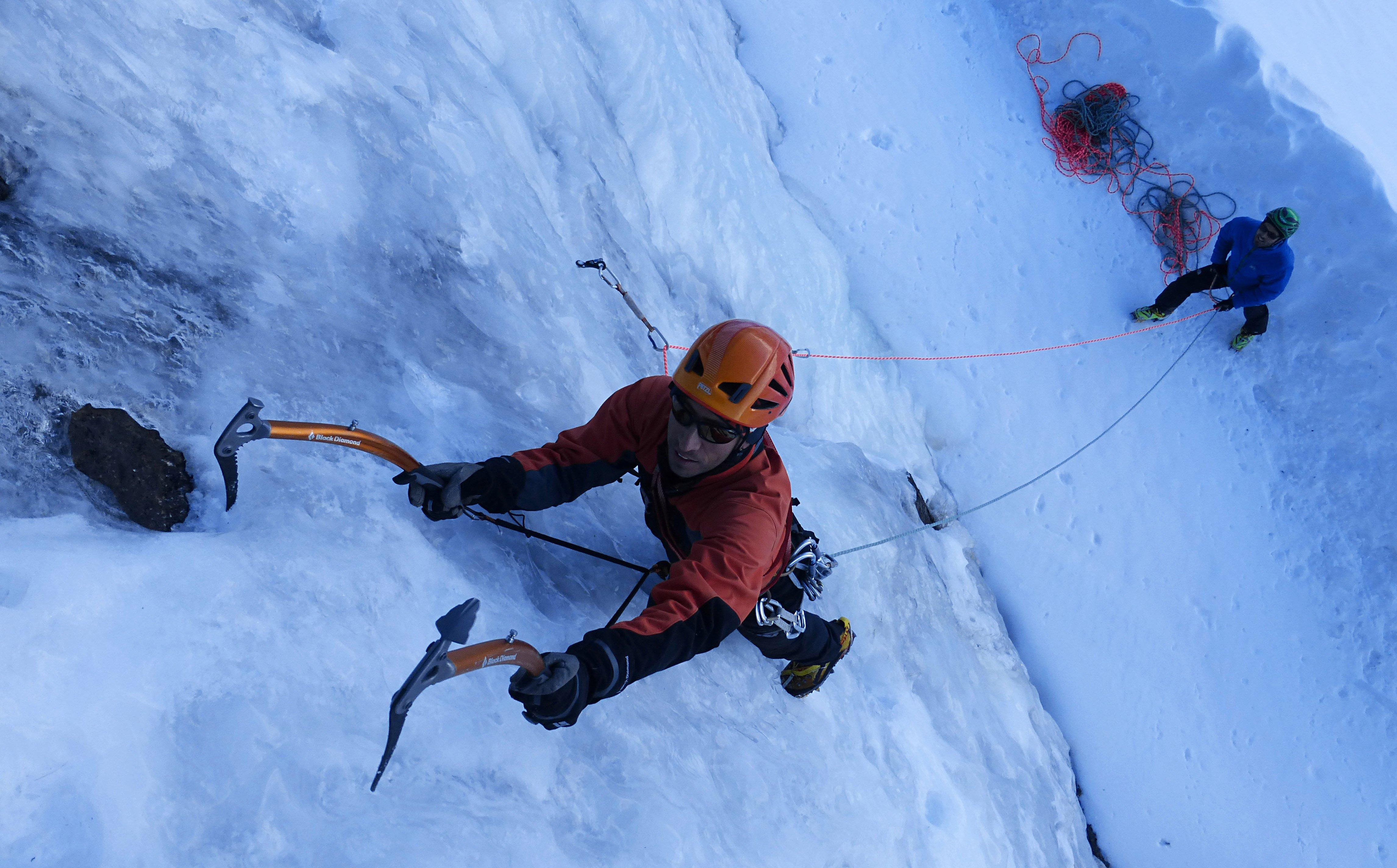 4e592e9746 Curso de iniciación a la escalada en hielo | Picos de Europa & Cordillera  Cantábrica | Guías Picos