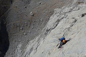 Cerca del paso clave de la Nani. Naranjo de Bulnes(Pico Urriello)
