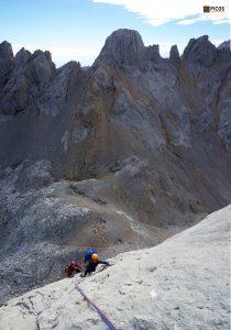 Roca perfecta en el 6º largo de la Nani (Naranjo de Bulnes)