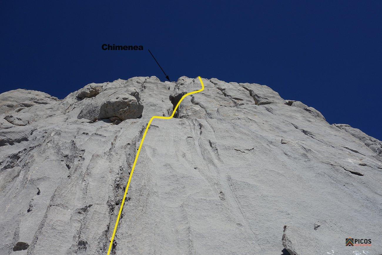 Trazado de la ruta por la derecha de la chimenea del último largo