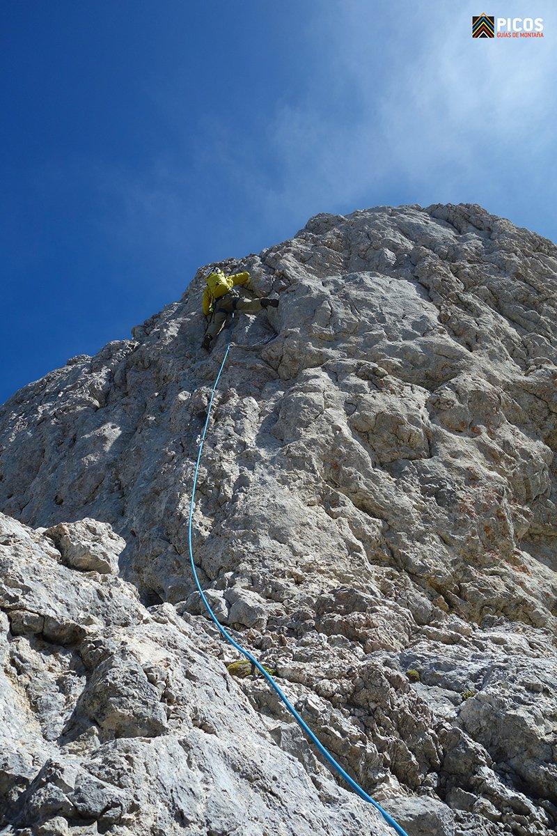 Murito final que da acceso a la cumbre de Torre Cerredo